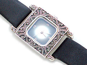 Suarti Traditional Leather Strap Watch
