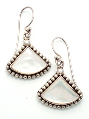 Suarti triangular mother of pearl earrings